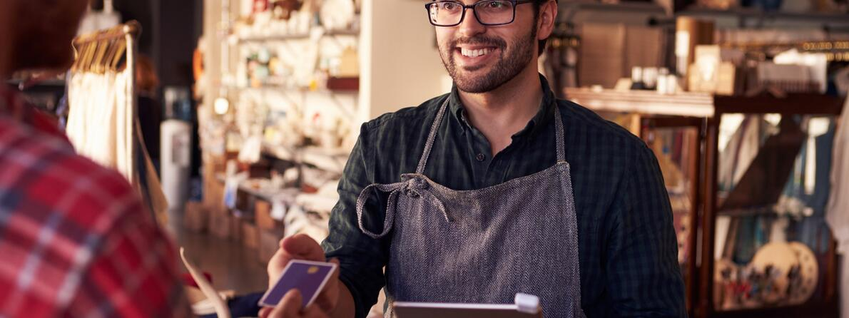 iStock-508312332 - cafe credit card